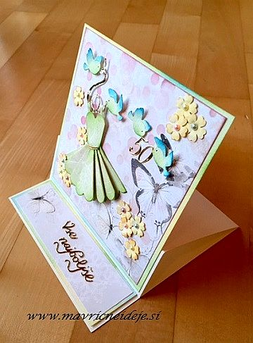 easel-card-with-dress