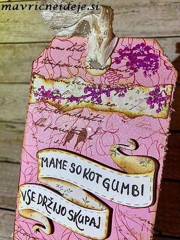 Rožnat tag z napisom