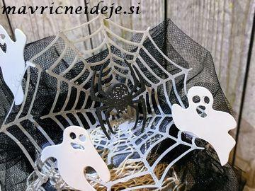 Spider on the net mason jar decoration