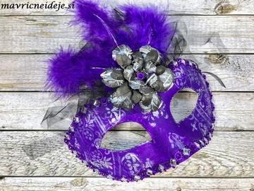 Vijolična pustna maska
